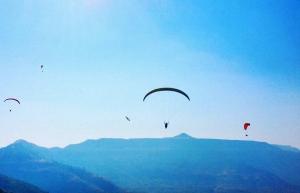 Tandem paragliding on weekends