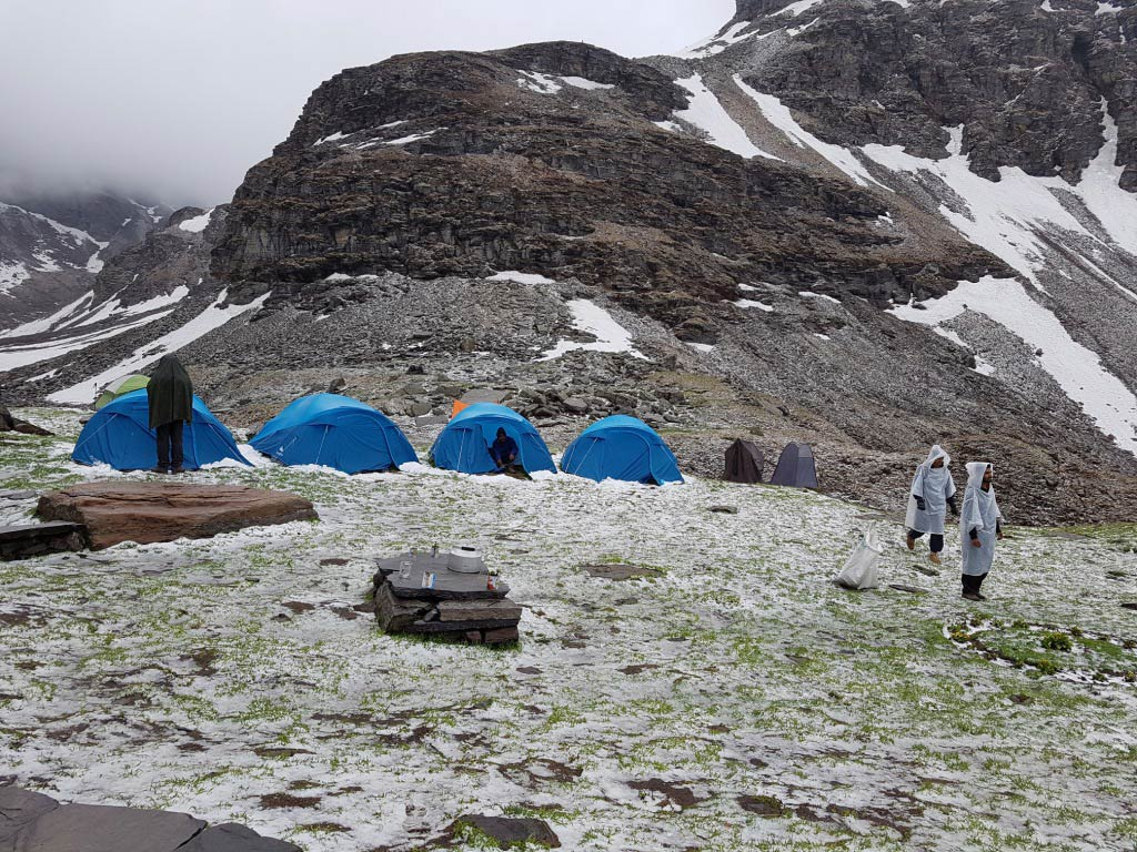http://m.thegreatnext.com/Rupin Pass Trek Uttarakhand Trekking Snow Adventure Summer Camping