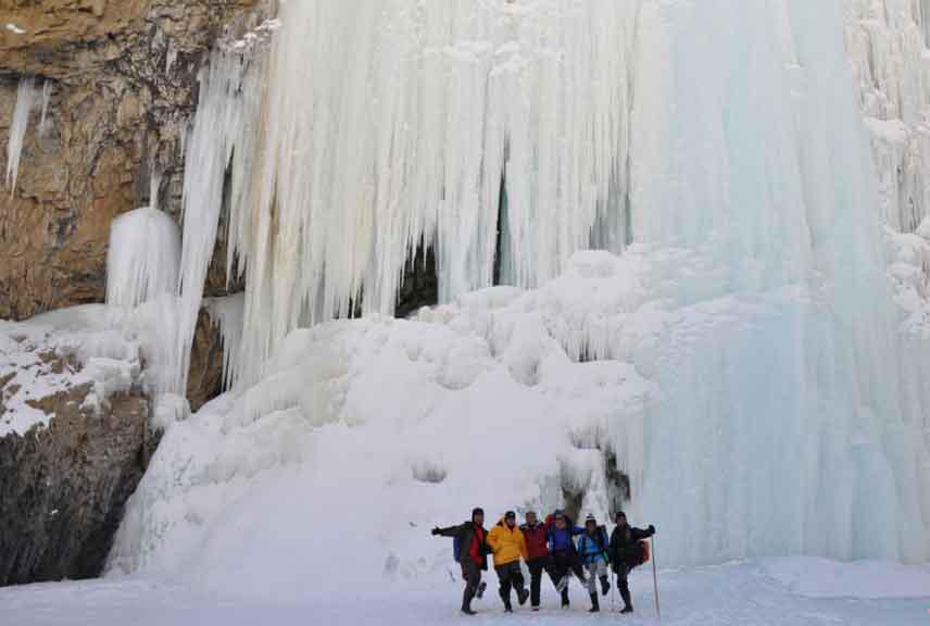 http://m.thegreatnext.com/Chadar Trek Leh Snow Trek Caves Himalayas The Great Next