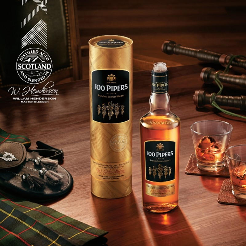 100 Pipers Deluxe Whisky