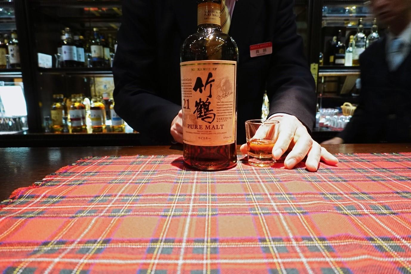 Red label vs Ballantine's | Whisky Comparison