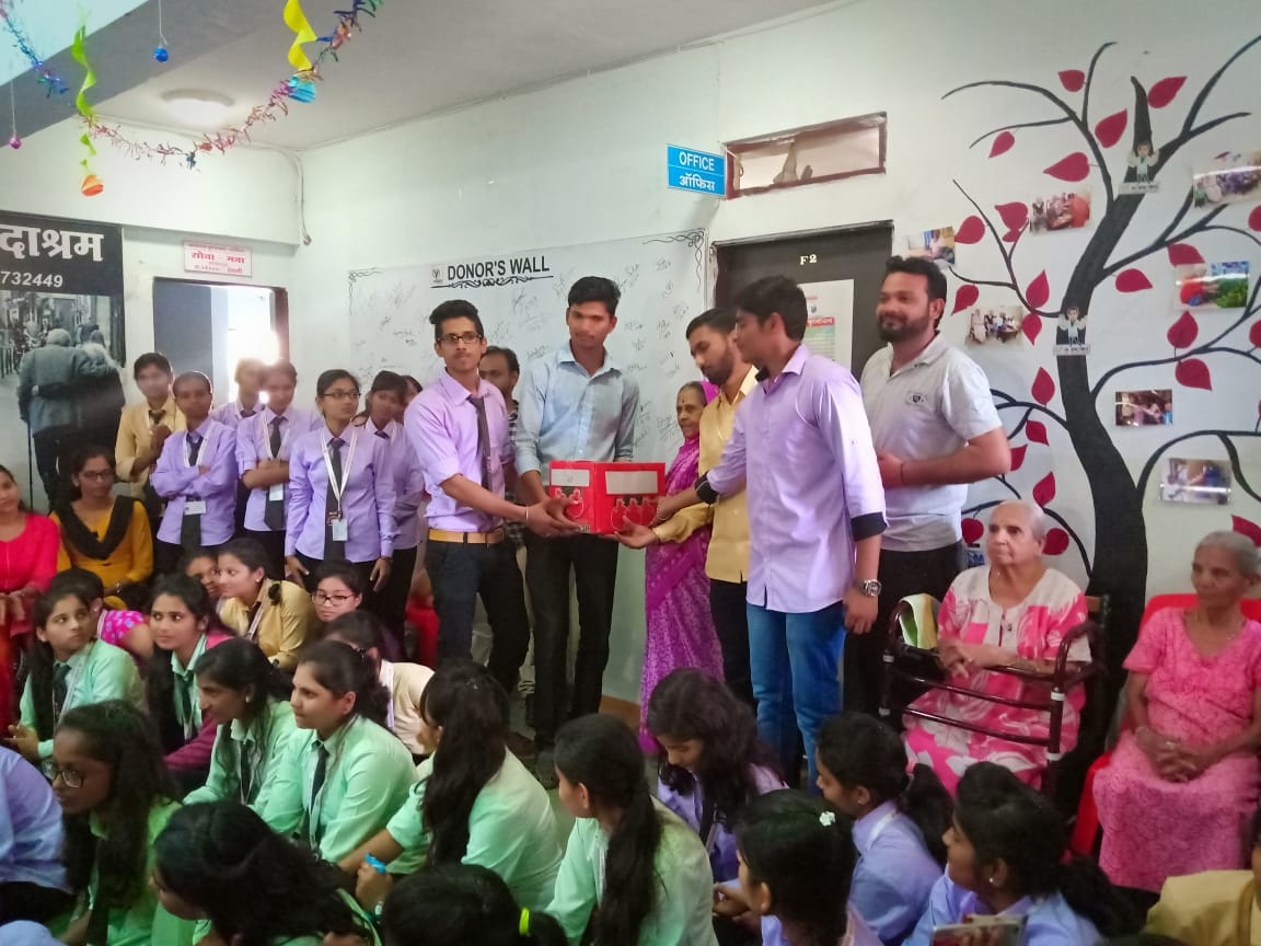 On the  Occassion of pharmacist day Matoshree college of pharmacy visited to oldage home.