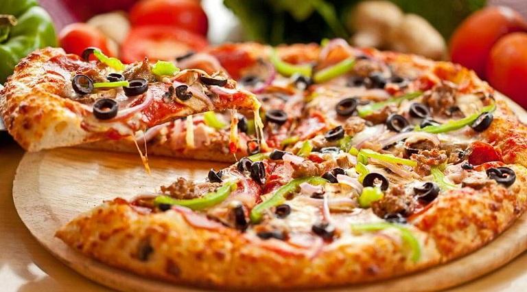 4 Slice Pizza Background