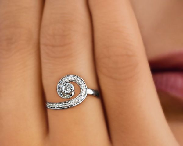 Tanishq 18K White Gold Ring With Round Brilliant Cut Diamonds