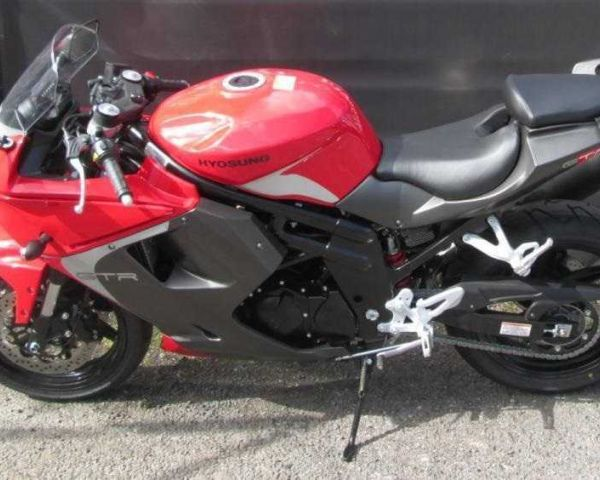 2015 Hyosung GT250R SuperBike Red Perfect condition 120030