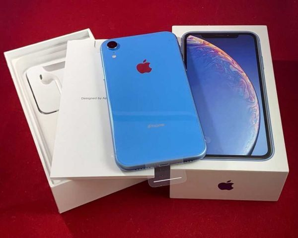 Factory Unlocked iPhone Xr Sealed in Box comes with Apple warrnty