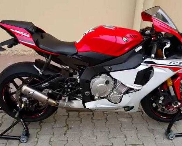 2016 Yamaha R1 red/black EMI AVAILABLE
