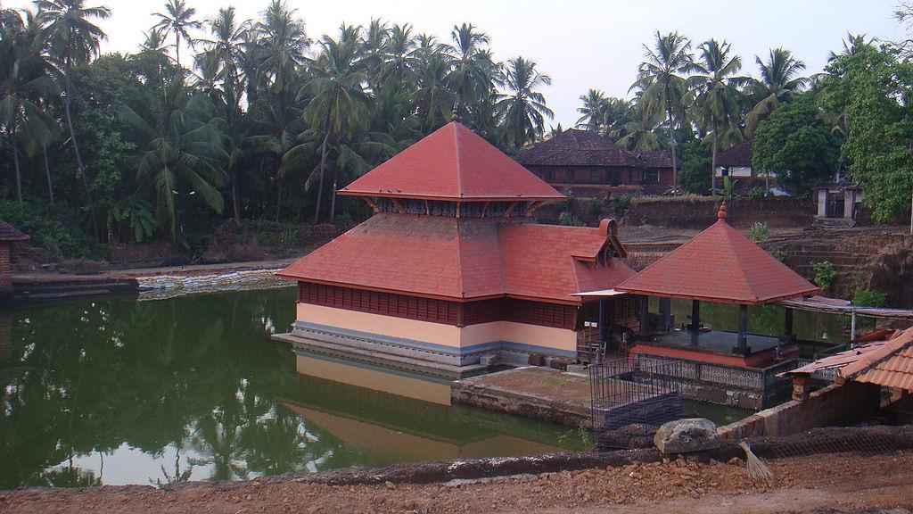 Ananthapura_lake_temple_-_kasargod.jpg