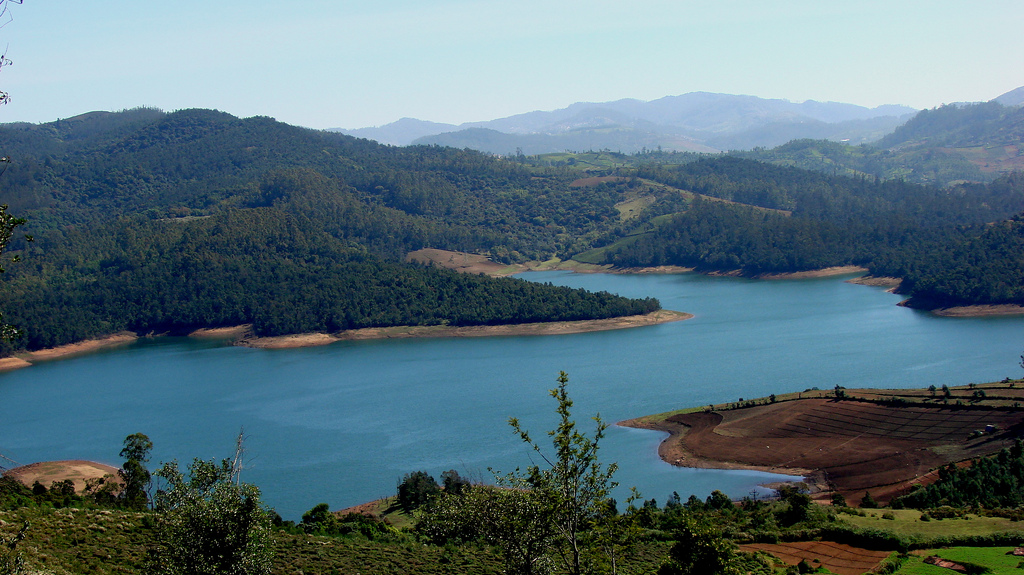 Emerald_Lake_Nilgiris.jpg