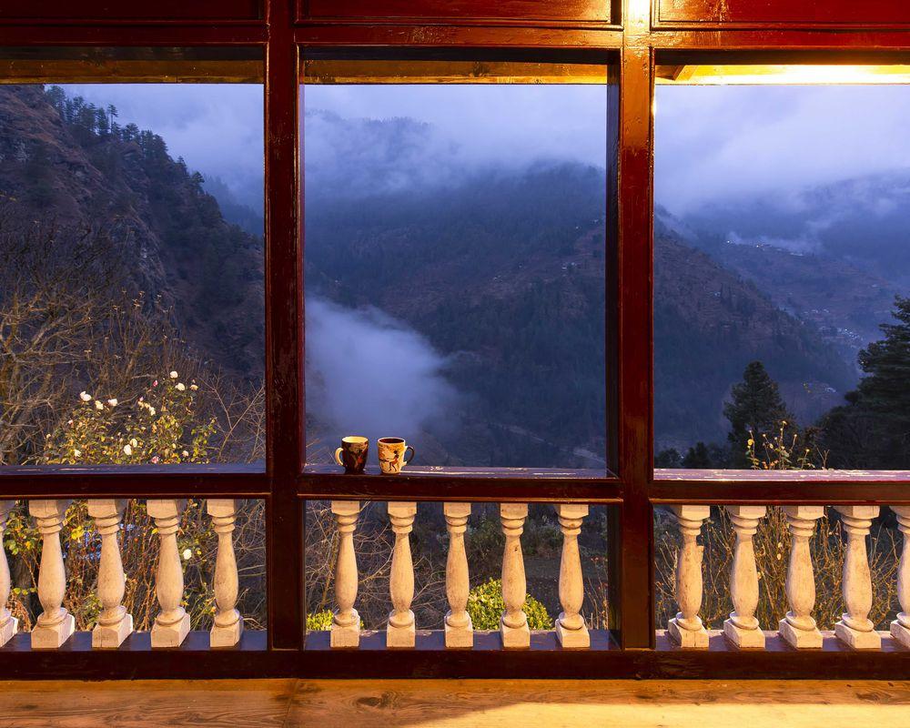 Balcony of ZostelX Laida Jibhi