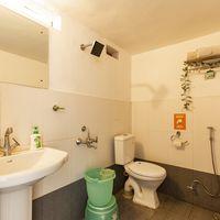 Modern, western washrooms at our backpacker hostel in Mukteshwar