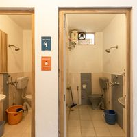 Common bathroom at Zostel Mukteshwar