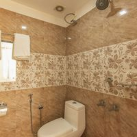 Modern washrooms in Zostel Vagamon
