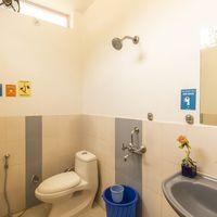 Spacious, well equipped washrooms at Zostel Mukteshwar