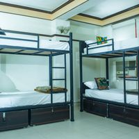 Neat and clean beds with lockers in Delhi hostel