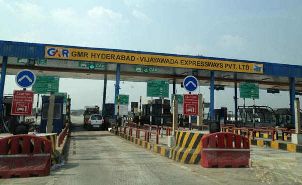 Toll_gate_on_Vijayawada_-_Hyderabad_highway_600X369