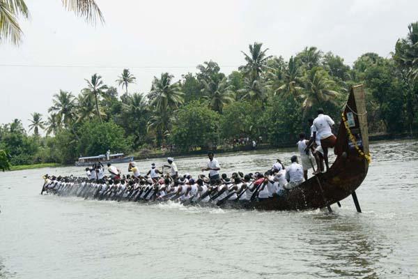 zoomcar.com - Chambakulam Boat Race