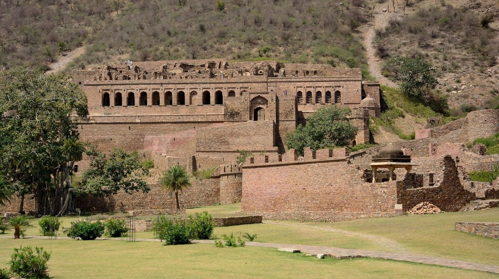 bhangarh-fort-front-view-1024x572